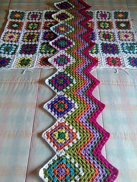 Another clever way to begin an afghan... #crochet #knit #afghan #blanket #throw #waves #ripples #rows #columns #stripes