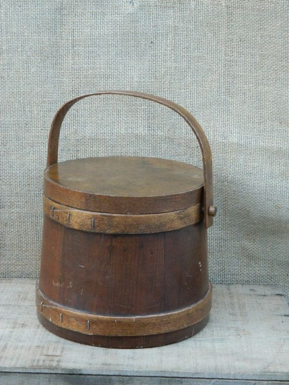 Vintage round lidded wooden box with handle by cornwall for Circular wooden box