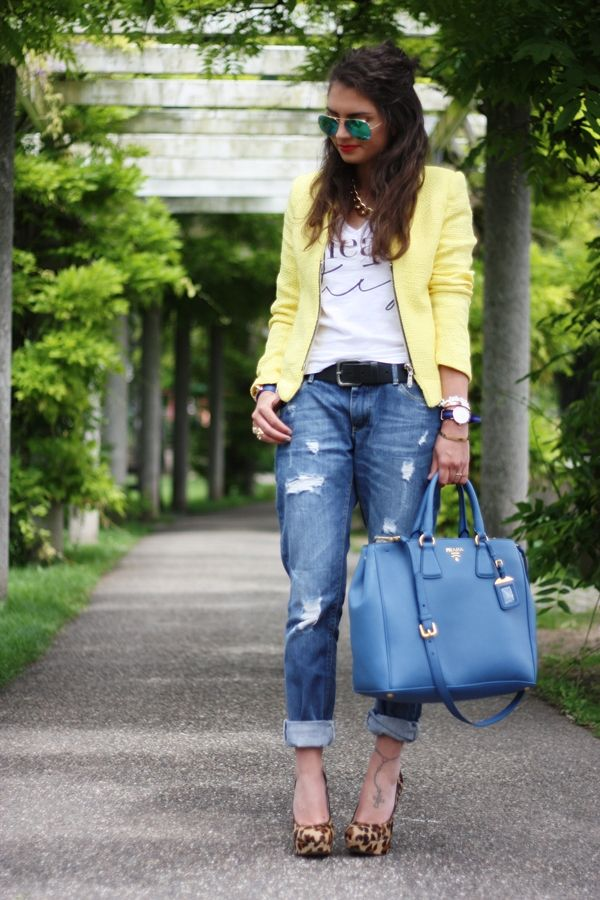 have the shoes, the sunnies, a big tote.. hmm, all i need is a pair of distressed jeans
