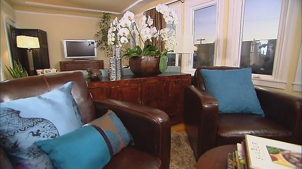 living rooms brown leather chairs blue silk pillows brown silk