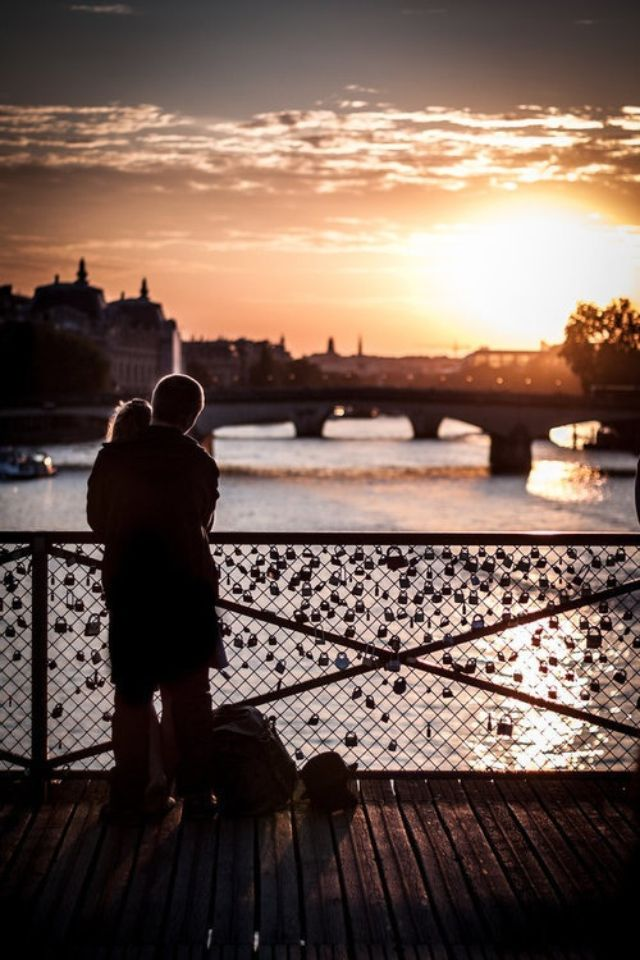 Love lock bridge in paris everything else pinterest for Love lock bridge in paris