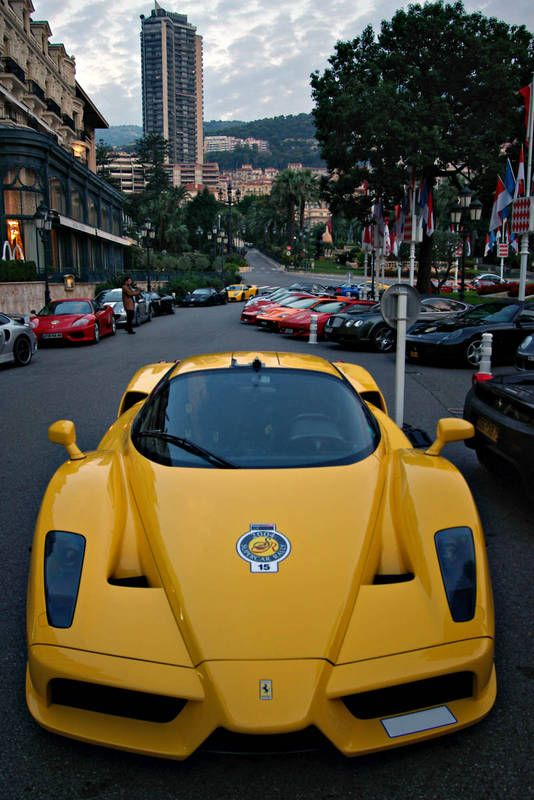 Ferrari Enzo in YELLOW!!!!! Very rare!