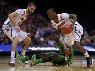 Russ smith s 31 points helps louisville hold off oregon advance to