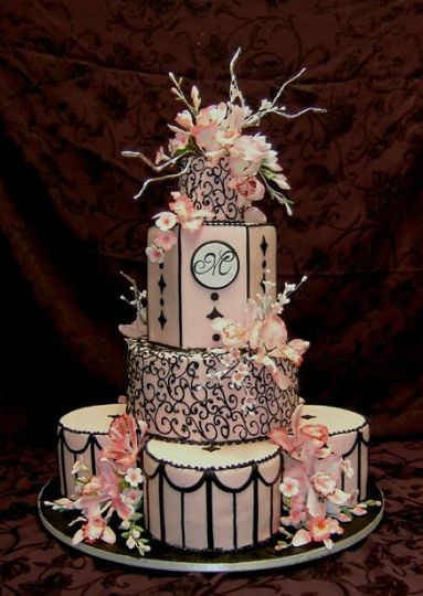Pink Wedding Cake~ Amazing detail work on this cake.  Very elaborate.  ᘡղbᘠ