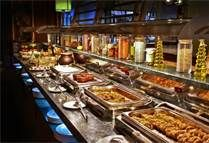 02 BUFFETS - Se trata de un método muy general para servir a un gran número de personas, proporcionando al comensal elegir libremente la cantidad y el detalle de los alimentos.
