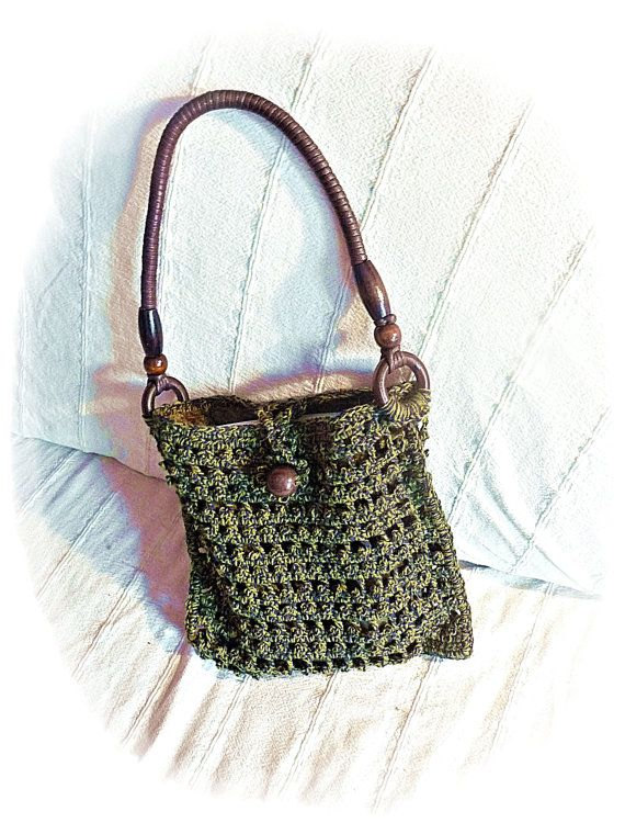 Lining Crochet Bag : Rustic crochet bag in green with velvet lining by Taschenatelier.