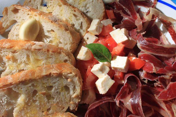 Recipe: Jamon (iberico or serrano), Manchego Cheese Canapés with a Mozzarella and Tomato Salad | The Hamazing Blog