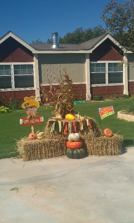 Fall decor hay bales pumpkin pie spice pinterest for Bales of hay for decoration