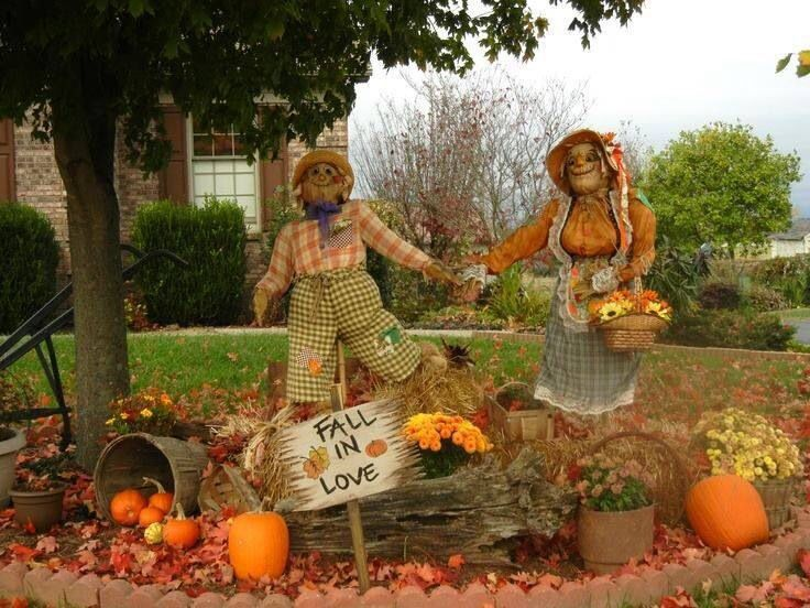 Fall outdoor display pumpkin decor pinterest for Pictures of fall decorations for the yard