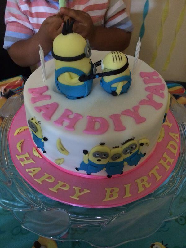 My daughter s 2nd birthday cake... Minions Pinterest