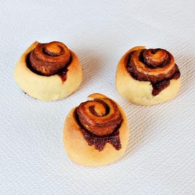 Nutella Rolls | www.roxanashomebaking.com