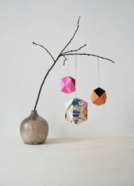 SMALL  bicolor geometric paper ball origami by AIOUEden on Etsy, €3.50
