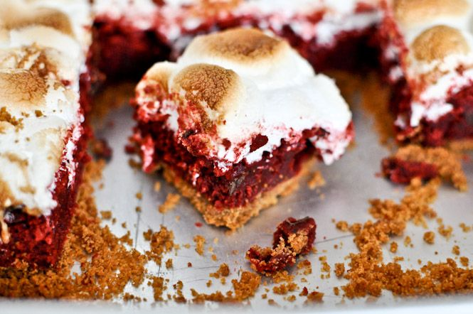 Gooey Red Velvet S'mores Bars    HOLY SHET FOODGASMCITYYY     howsweeteats.com one day ill be able to eat a sheet of these