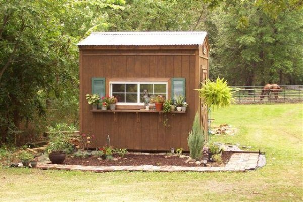 Love The Garden Decor Around The Shed