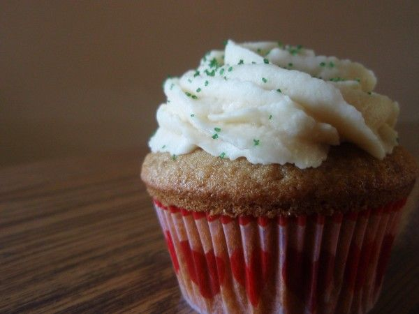 Irish Coffee Cupcakes : The Back Burner | Food Love: Cupcakes | Pinte ...