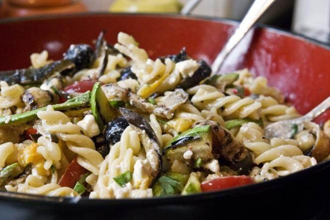 Mediterranean Pasta Salad | Healthy food that LOOKS delish! | Pintere ...