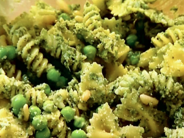 Pasta with peas and parsley walnut pesto recipe dishmaps Ina garten summer pasta