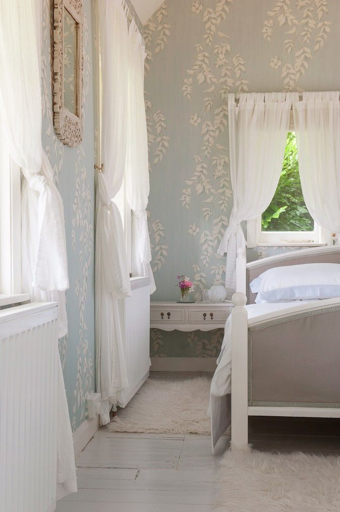 pretty bedroom. i love wallpaper.