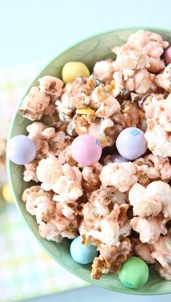 Salted Caramel Easter Popcorn | Recipe