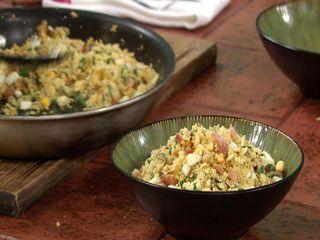 ✔ Farofa de milho com ovo e bacon