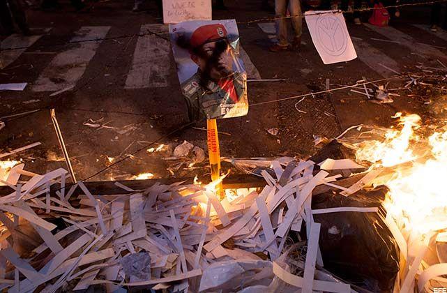 GUARIMBAS ASESINAS: MOTORIZADO MUERE DEGOLLADO POR GUAYA DE ALAMBRE PUESTA POR OPOSITORES (+VIDEO)