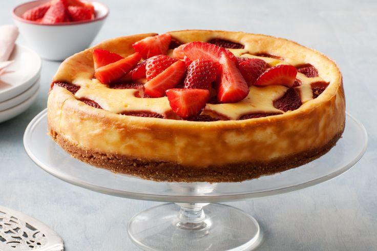 Strawberries and cream cheesecake | CHEESECAKES | Pinterest