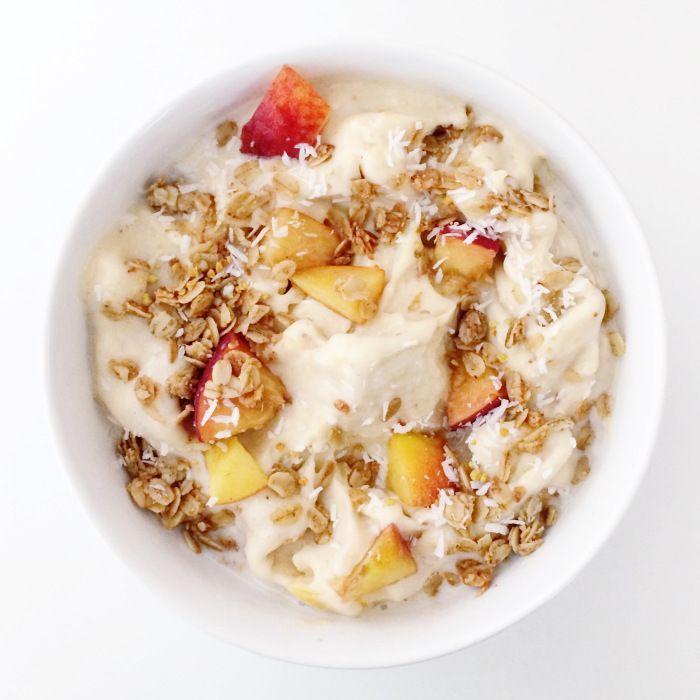 peach ice cream with toasted granola | recipes | Pinterest