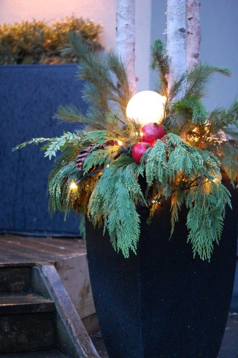 Christmas outdoor greenery DIY project