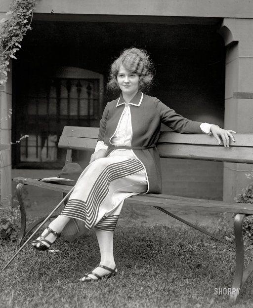 Sitting Pretty: 1922