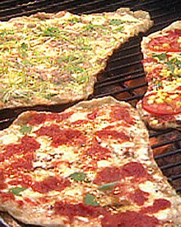 Grilled Pizza?! Found that stretching the dough on oiled aluminum foil ...