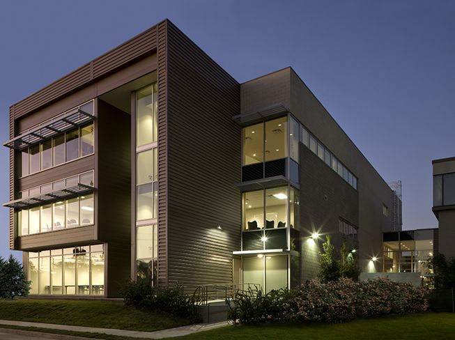 Modern building with metal panels architecture pinterest for Modern metal building