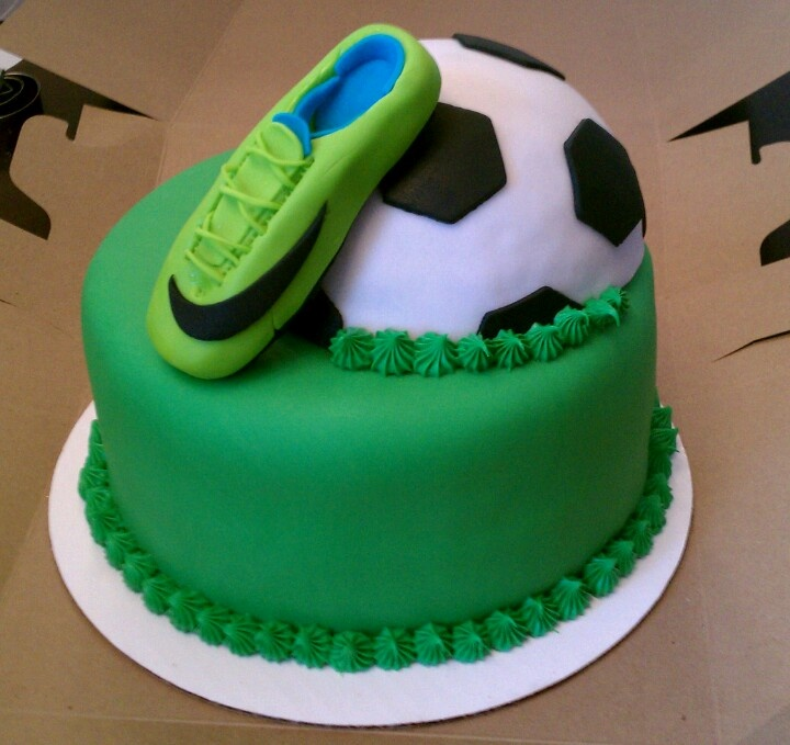 Cake Decorating Ideas For Soccer : Soccer cake Birthday Party Ideas Pinterest