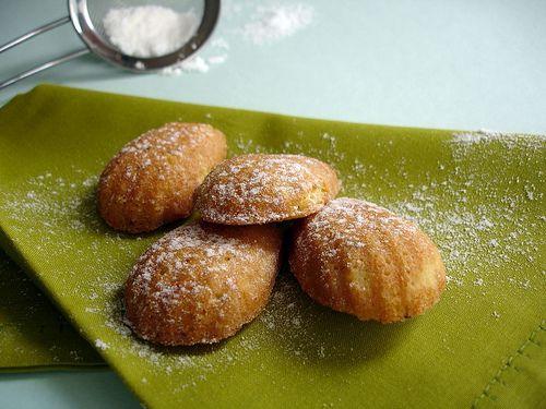 Pistachio and orange blossom water madeleines / Madeleines de pistache ...