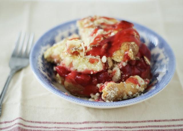Cherry Streusel Coffeecake-- can't wait to nom.