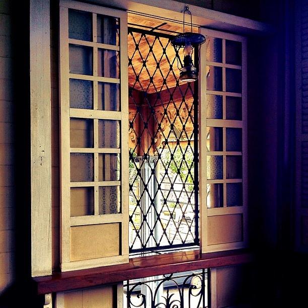 Old filipino house window filipiniana pinterest for Window design in philippines