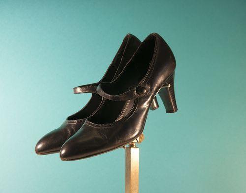 1920s Womens Shoes 1930s Flapper Great Gatsby Axcess Button Cross