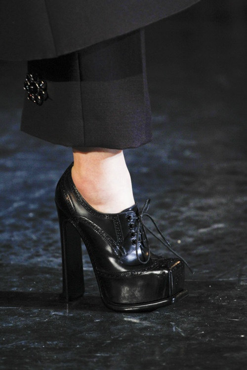 Louis Vuitton Fall 2012: so ugly, they're pretty