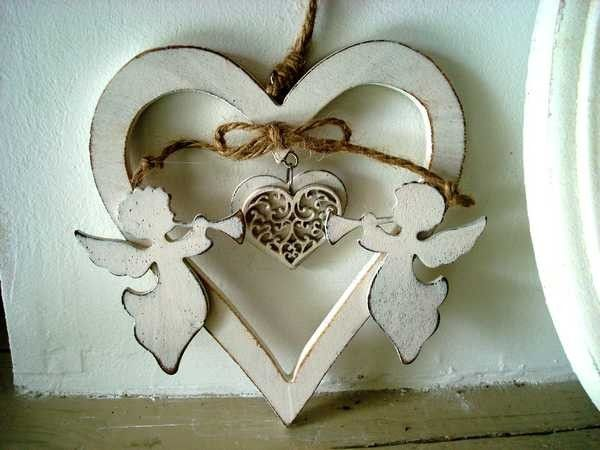 Suspension coeur bois anges http://www.decoacoeur.com/deco-a-coeur/1971-suspension-coeur-bois-anges.html