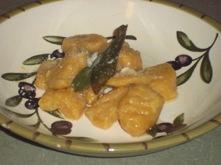Pumpkin gnocchi (vegetarian with a browned butter sage sauce, vegan ...