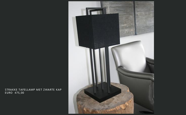 Slaapkamer Fauteuiltje : strakke tafellamp met grijs fauteuiltje ...