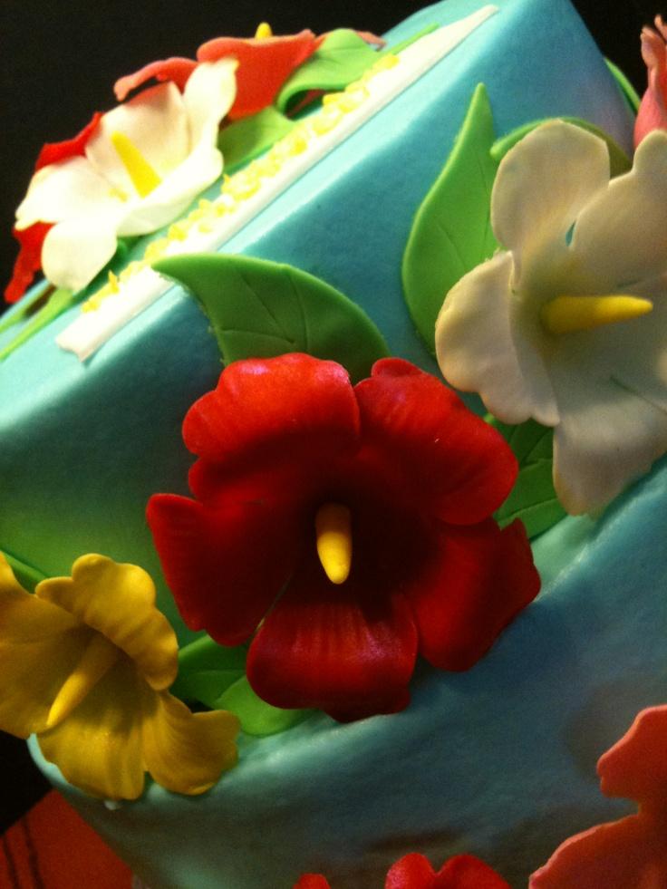 Hawaiian flower themed cake. | Hawaiian flowers | Pinterest