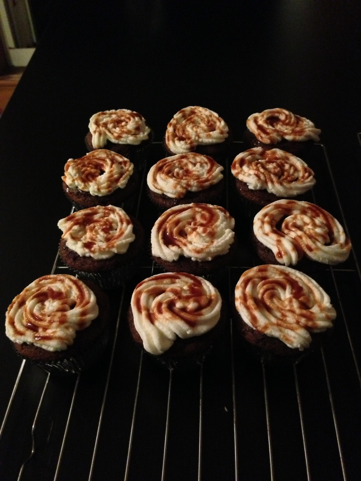 Pumpkin Spice Latte cupcakes with homemade whipped cream frosting and ...
