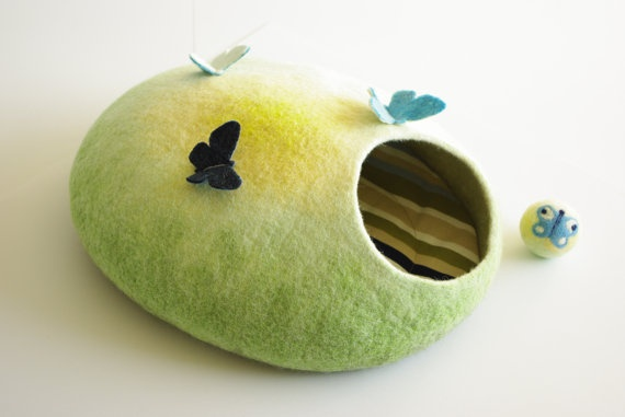 Adorable Felted Cat bed Pod