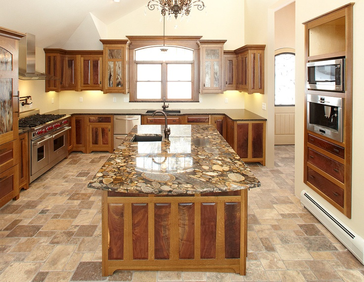 Arts and crafts style casual cottage for Arts and craft kitchen cabinets