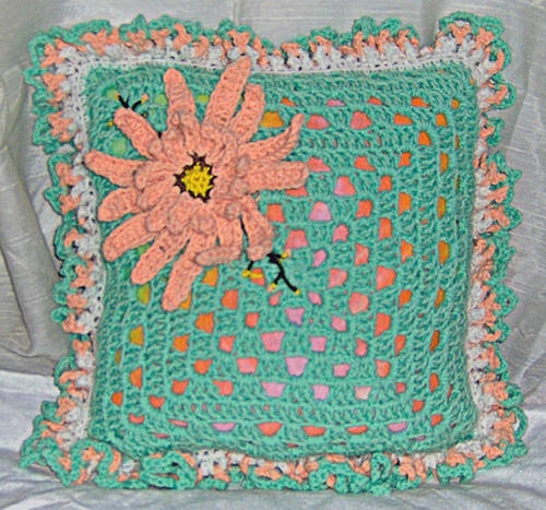 -granny square crochet pillow pattern crochet Pinterest