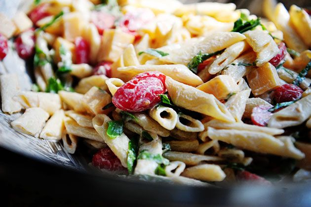 Spicy Pasta Salad with Smoked Gouda, Tomatoes, and Basil - The Pioneer ...