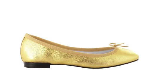 Repetto http://www.vogue.fr/mode/shopping/diaporama/cadeaux-de-noel-gold-fever/10806/image/649167#repetto