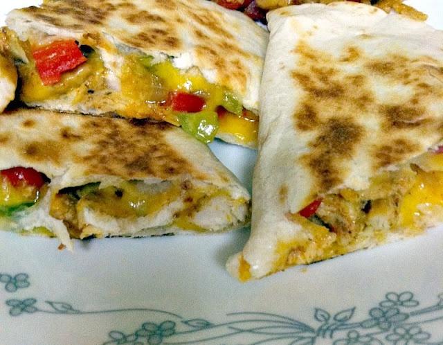 Blogghetti: Chicken Fajita Quesadillas | MEXICAN | Pinterest