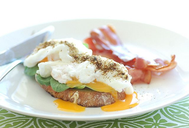 poached eggs with za'atar, baby spinach & bacon