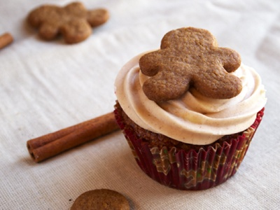 Gingerbread Cupcakes with Cinnamon Cream Cheese Frosting